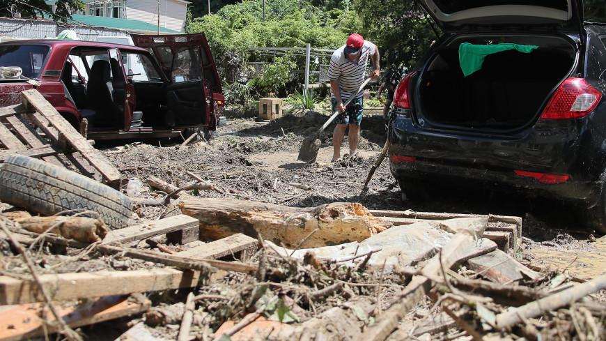 «Кирпичный забор разорвало, как консервную банку»: в Сочи снова потоп