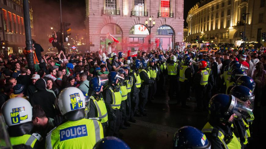 В Милане 15 человек пострадали, празднуя победу Италии на Евро-2020