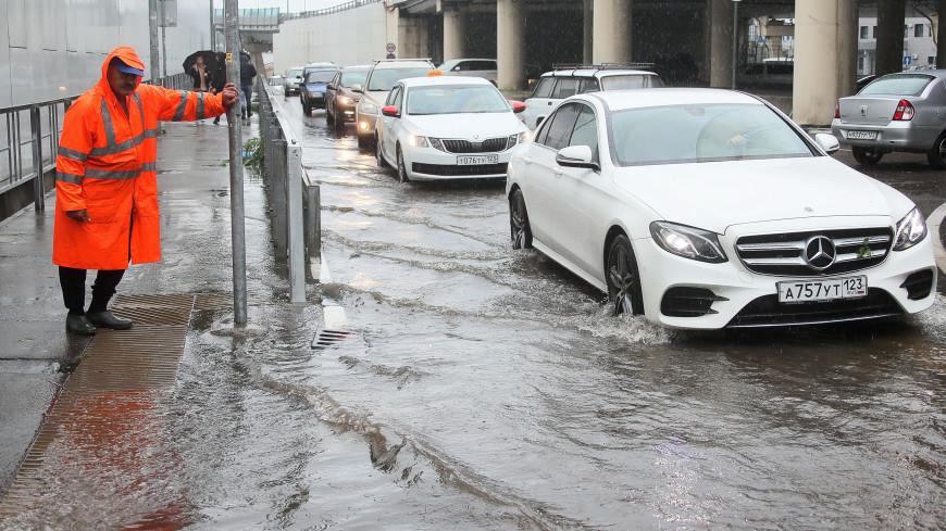 Сочи затопило: улицы курорта превратились в каналы