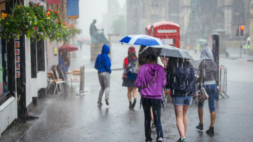 Обрушившийся на Лондон ливень подтопил десятки улиц