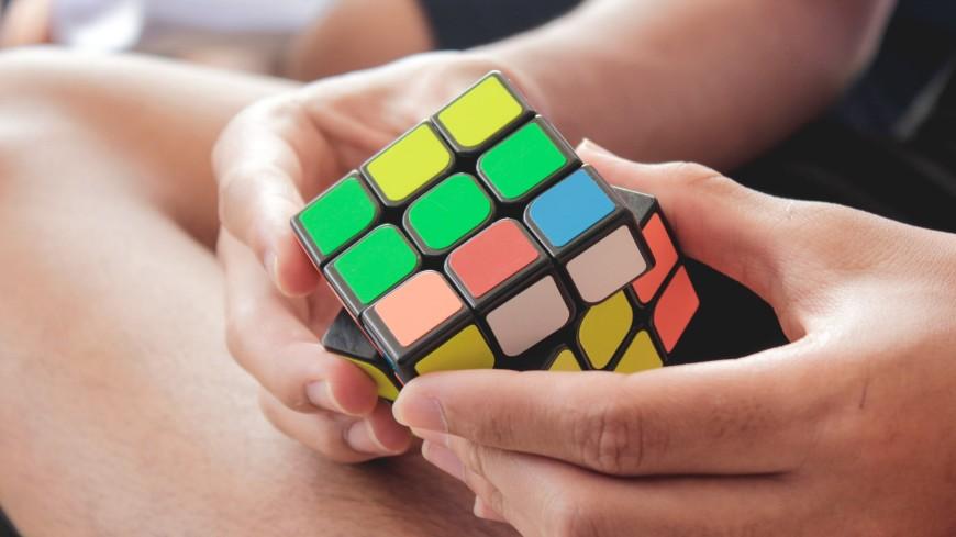 Школьник из Иванова выложил символ Олимпиады из кубиков Рубика