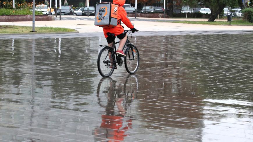 Ливень, град и «пыльный дьявол»: непогода обрушилась на Москву и Подмосковье