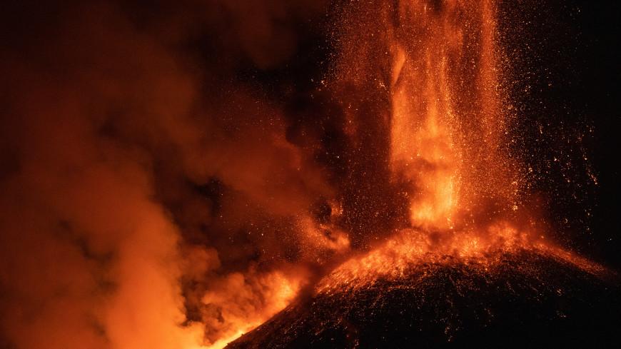 Главные новости за ночь: извержение вулкана на Каспии, 76 хот-догов за 10 минут и гены стройности