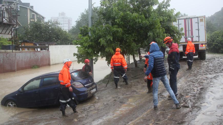 Один человек погиб, еще три пропали в районе вышедшей из берегов Мацесты в Сочи