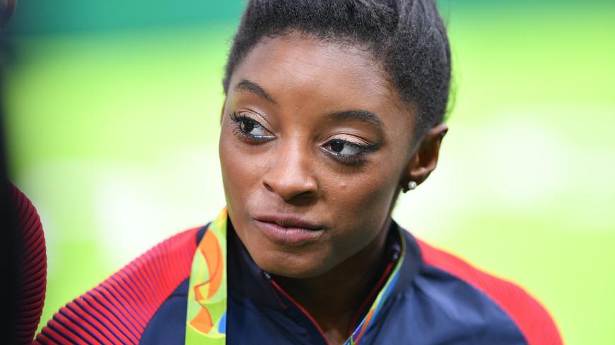Гимнастка из США Байлз отказалась от участия в индивидуальном многоборье на ОИ-2020
