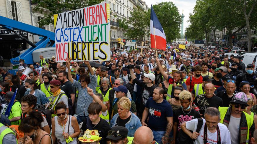 Закон о санпропусках принят во Франции вопреки протестам