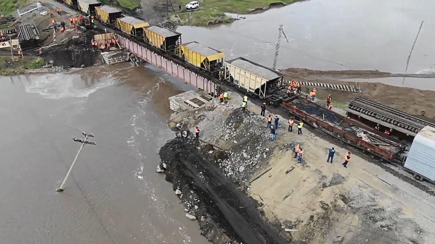 Первые поезда в тестовом режиме пересекли железнодорожный мост в Забайкалье