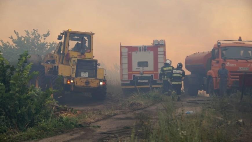 Нечем дышать: в Тольятти второй день тушат пожар в черте города