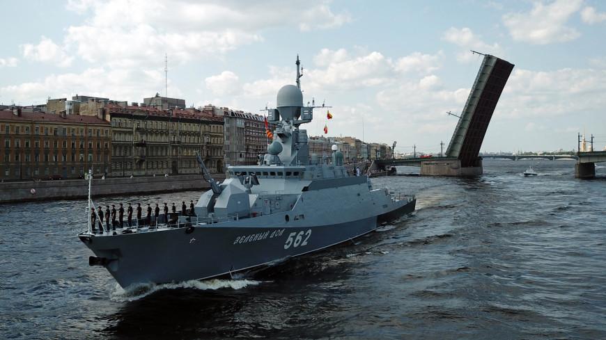 В Петербурге из-за репетиции Главного военно-морского парада ограничили движение