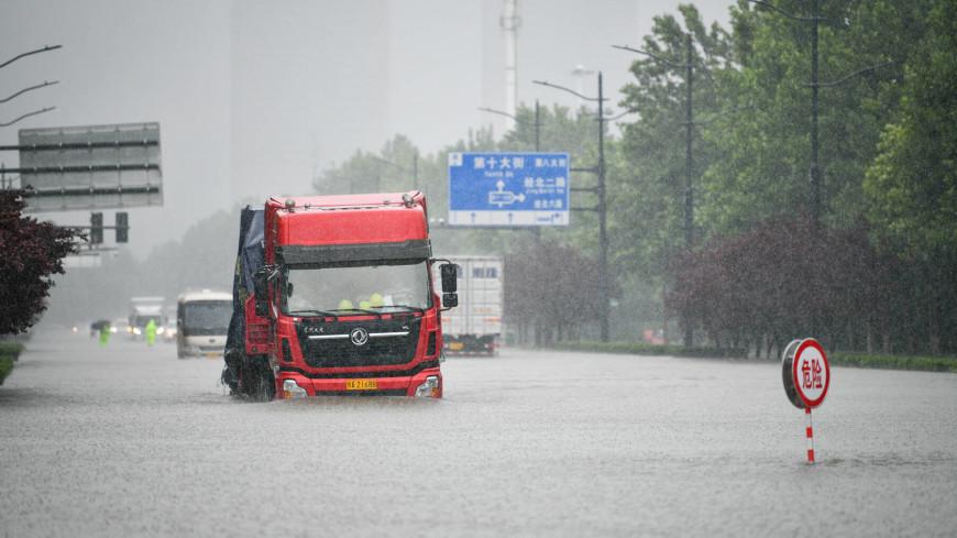 Си Цзиньпин распорядился нарастить помощь пострадавшей от наводнения провинции Хэнань