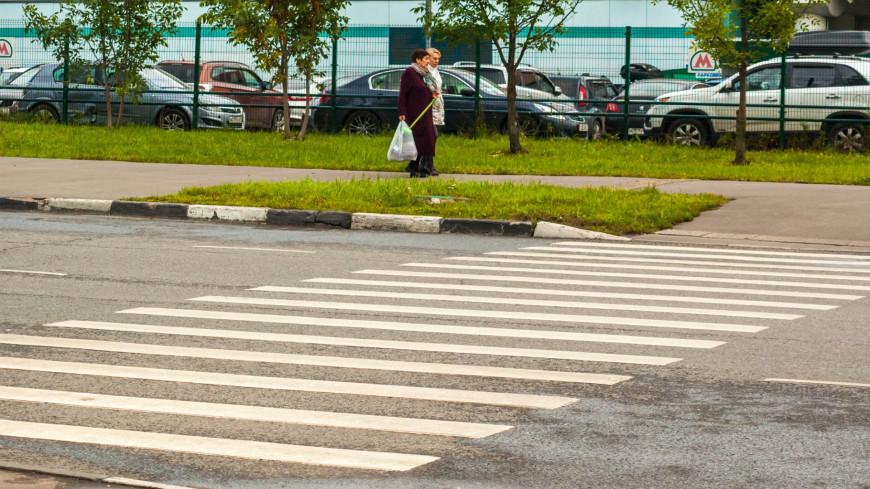 В Москве автомобиль сбил на переходе троих детей