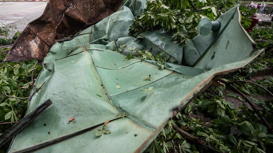 В Оренбургской области ураган сорвал крышу со школы