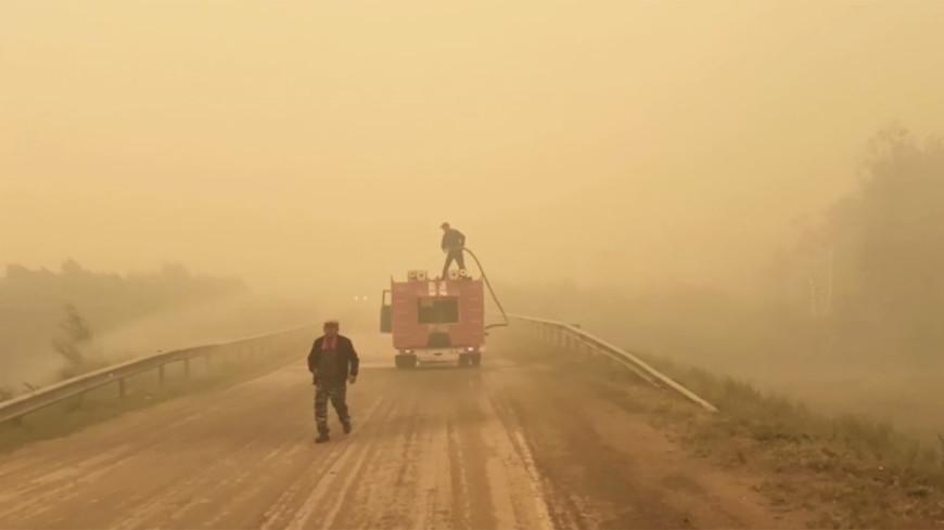 Второй за день поселок загорелся от лесного пожара в Челябинской области