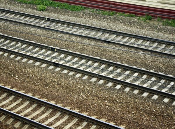 Грузовые вагоны сошли с рельсов в Волгоградской области