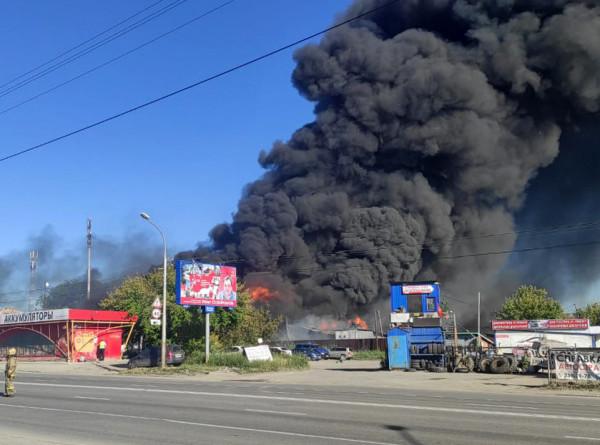 Более 20 человек пострадали при пожаре на АЗС в Новосибирске