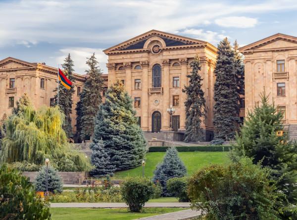 Парламентские выборы в Армении: 22 партии и четыре блока ведут предвыборную агитацию