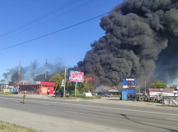 На АЗС в Новосибирске произошел пожар, шестеро пострадали (ВИДЕО)