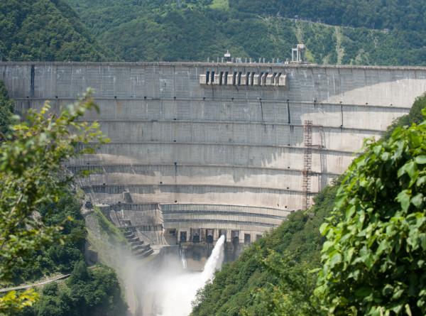 В Грузии погас свет из-за аварийного отключения Ингурской ГЭС