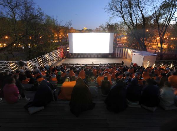 В Москве с 21 июня возобновят работу летние кинотеатры