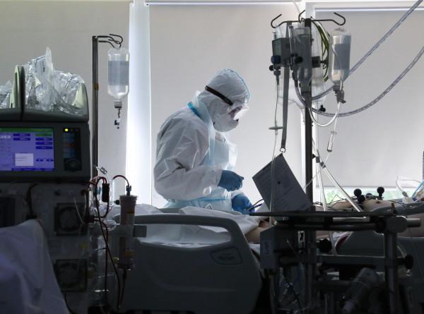 Иммунолог объяснил высокую заболеваемость коронавирусом среди молодых. ЭКСКЛЮЗИВ