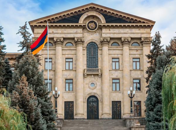 Армения перед выборами в парламент: каков расклад политических сил?