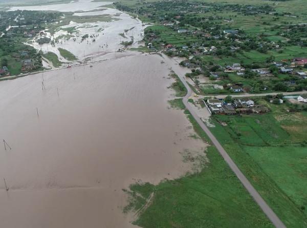 Потоп в Крыму: из опасных районов эвакуировано около тысячи человек