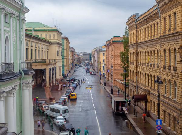 Петербург из-за роста заболеваемости COVID-19 ужесточил ограничения
