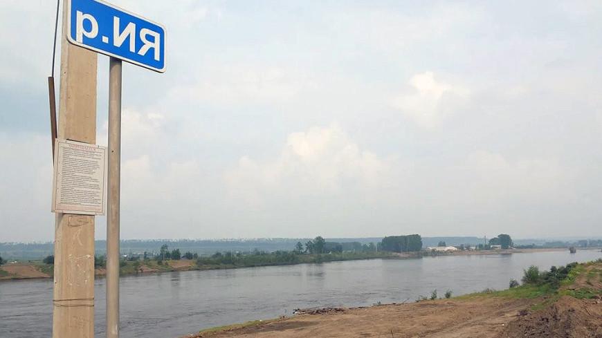 Уровень воды в реке Ия близ города Тулун поднялся выше критического