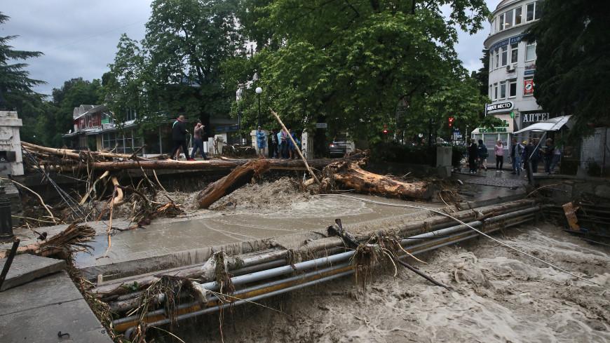 Ялта после потопа: в МЧС пообещали ликвидировать последствия наводнения к концу недели