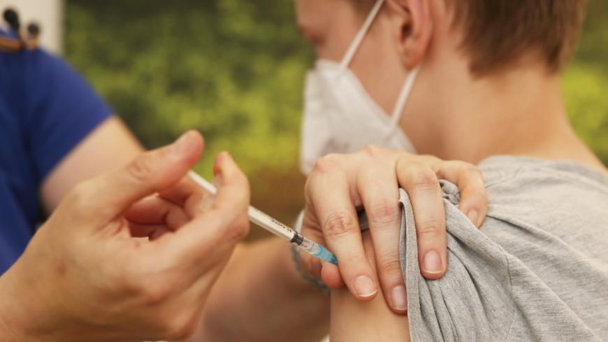 ВОЗ разрешила вакцинировать от коронавируса детей и подростков