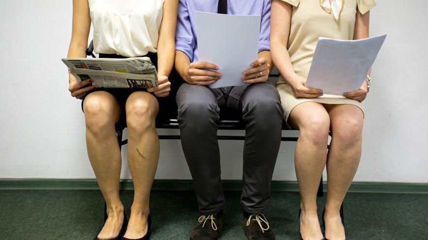 """Фото: Алан Кациев (МТРК «Мир») """"«Мир 24»"""":http://mir24.tv/, собеседование, офис, кабинет, работа, телефон, компьютер, труд, офисная работа, рабочее место, сотрудник"""