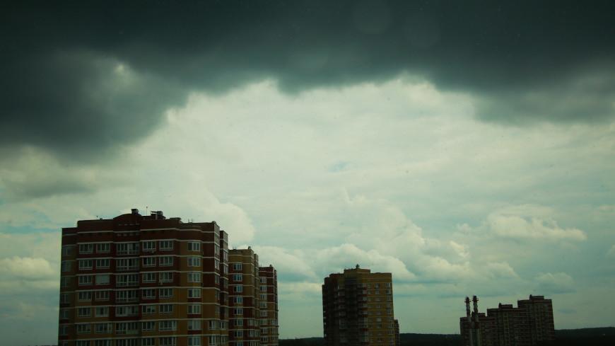 Москвичей предупредили о ливне с градом в понедельник