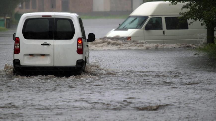 В Воронеже ливень затопил маршрутку с пассажирами