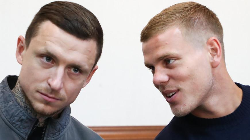 Суд взыскал с Кокорина и Мамаева по 50 тысяч рублей в пользу избитого ими водителя