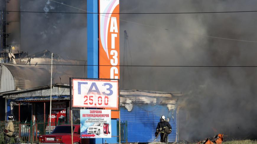 Двое спасателей пострадали при тушении пожара на АЗС в Новосибирске