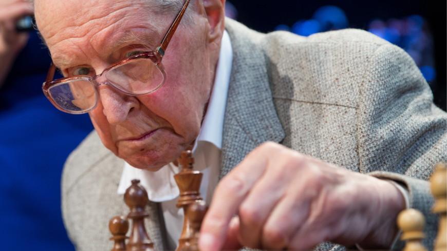 Старейший гроссмейстер мира Авербах госпитализирован с COVID-19