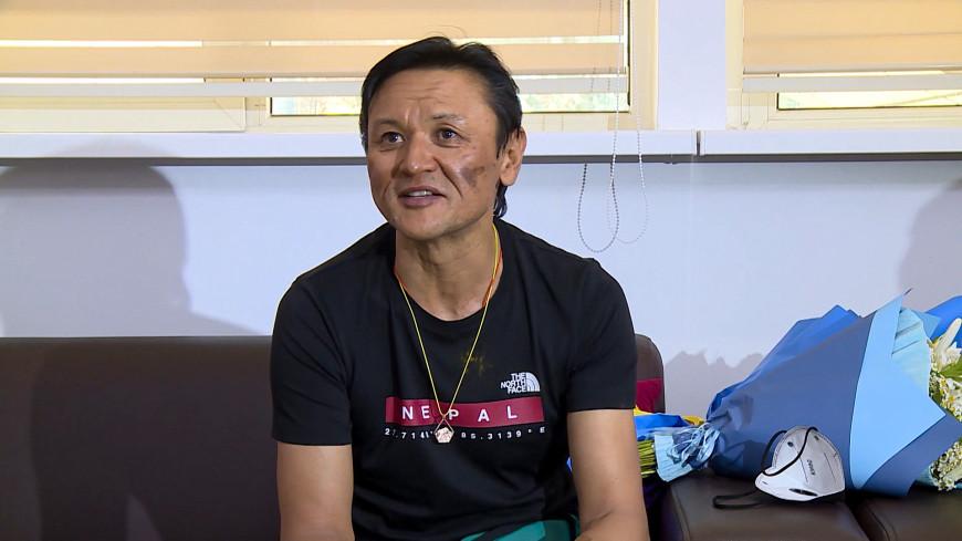 Покорителя Эвереста кыргызстанца Эдуарда Кубатова встретили на родине