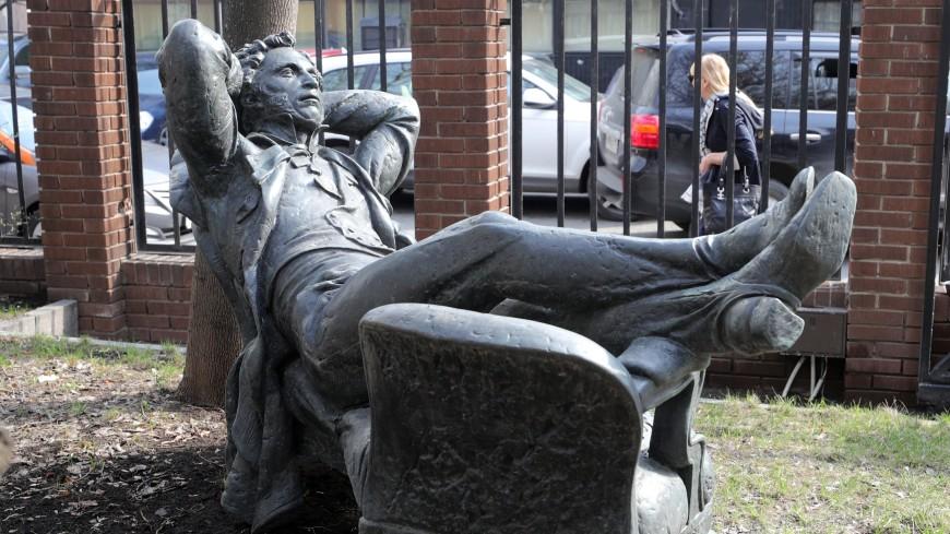 Памятник Пушкину увезли с Молчановки