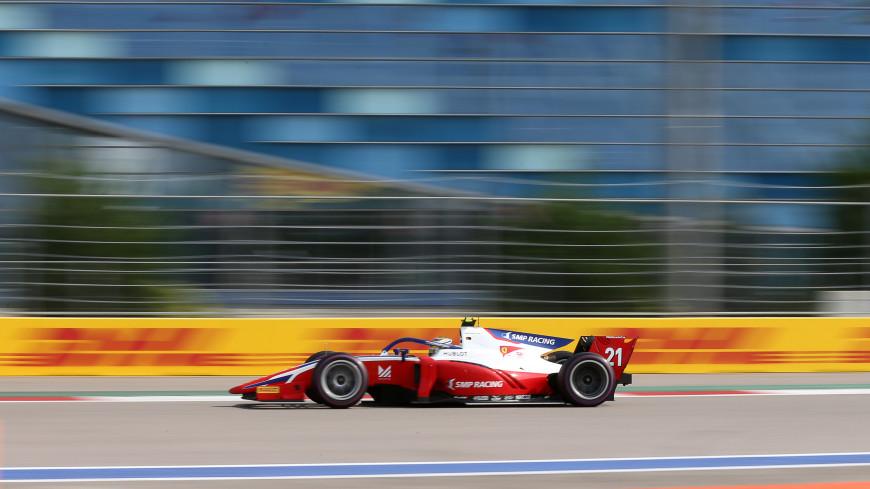 Россиянин Шварцман выиграл первую гонку «Формулы-2» в Баку