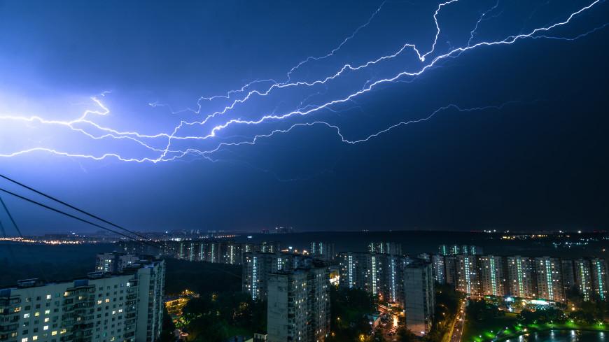 Москвичей предупредили о сухих грозах в воскресенье