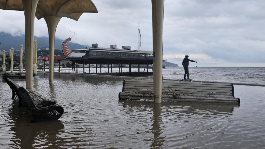 Путин дал федеральным чиновникам поручения по пострадавшему от наводнения Крыму