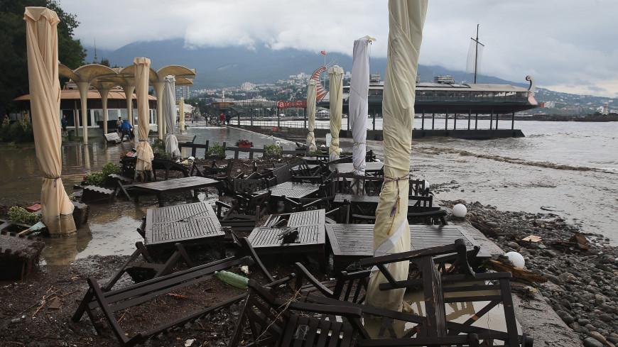 Купаться запрещено: жителей Крыма и туристов предупредили об ухудшении качества морской воды