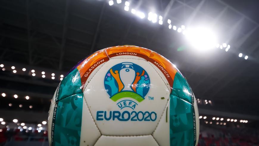 Спортдайджест: для волонтеров Евро устроили бал, трибуны Уимблдона открывают для зрителей, сын мэра Парижа совершает экокруиз по Сене