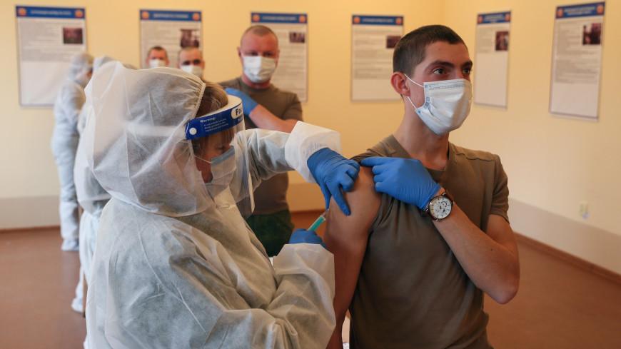 Шойгу: Почти 93% военнослужащих и членов их семей привились от коронавируса