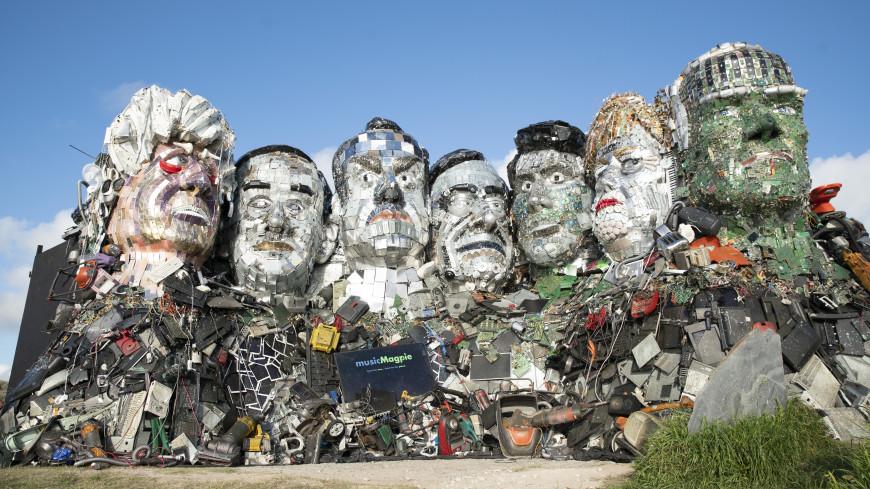 Обзор зарубежных СМИ: мусорная скульптура лидеров G7 и «сосисочный» скандал в Британии