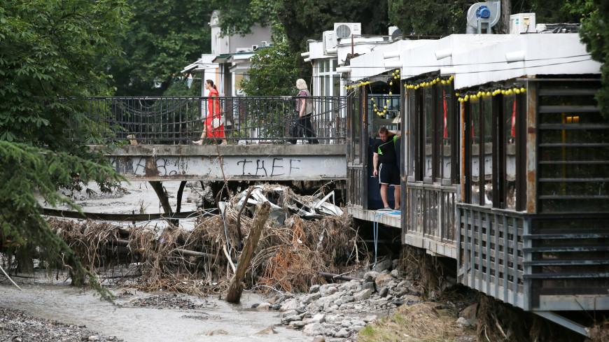 После бури: МЧС проводит в Крыму восстановительные работы