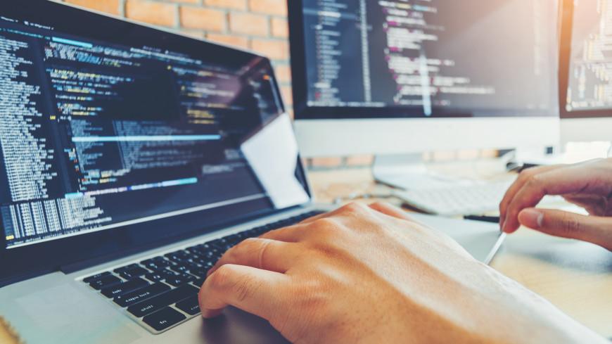 Мастер по ремонту, автомойщик и программист: названы самые высокооплачиваемые вакансии для молодежи