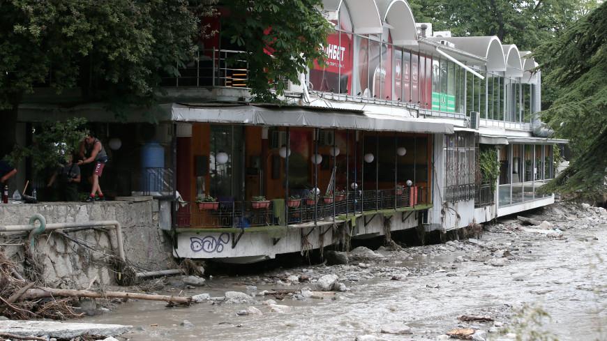Обрушение 300-метровой подпорной стены вызвало оползень в ялтинском музее