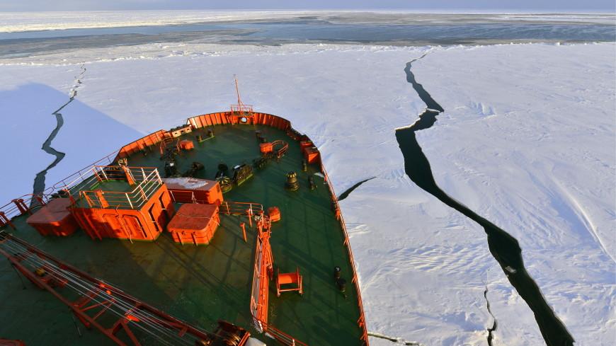 Путин: Мощные ледоколы обеспечат круглогодичное судоходство в Арктике