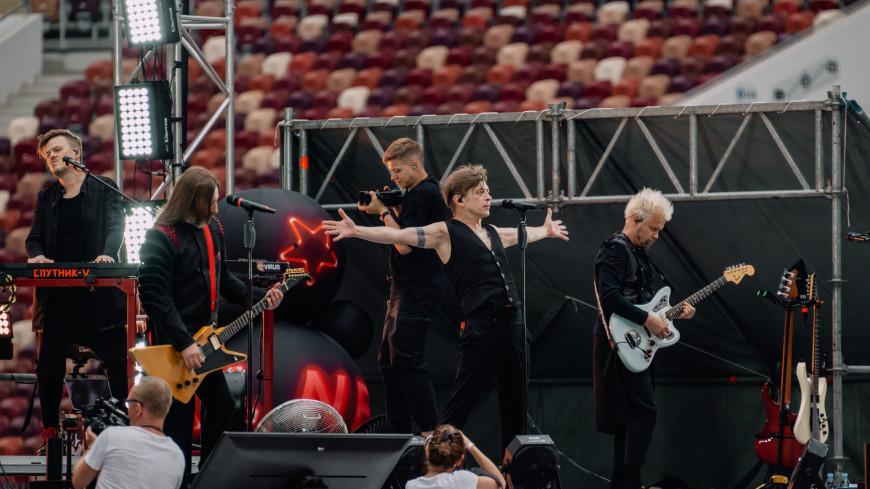 Группа «Би-2» «сверила сердца» с поклонниками, выступив онлайн в «Лужниках»